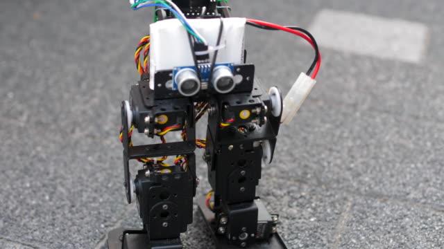 vídeos de stock e filmes b-roll de robot programming - activity