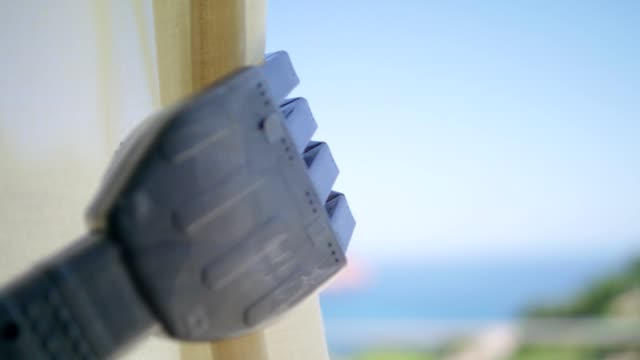 roboter pov. ein blick vom vorhang - curtain stock-videos und b-roll-filmmaterial