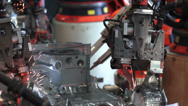 stockvideo's en b-roll-footage met robot welding on car body close-up - autofabriek