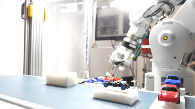 ロボット アーム キャッチ仕事 - 空白点の映像素材/bロール