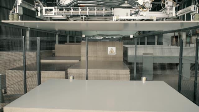 robotisierte lager - halle gebäude stock-videos und b-roll-filmmaterial