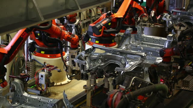 TL Robots assembling car body