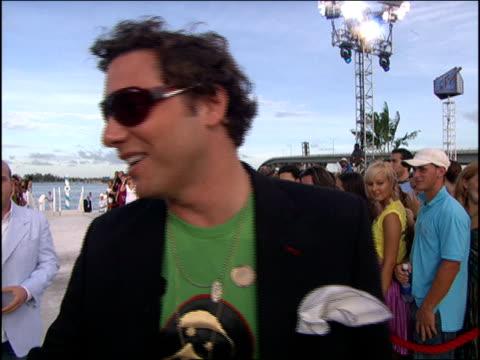 vídeos de stock, filmes e b-roll de rocco dispirito arriving at the 2005 mtv video music awards red carpet - 2005