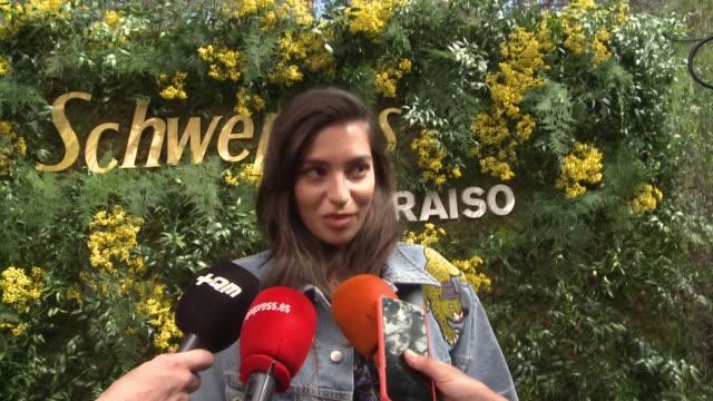 rocio crusset presents new schweppes jacket for paraíso festival - ロシオ・クルセット点の映像素材/bロール