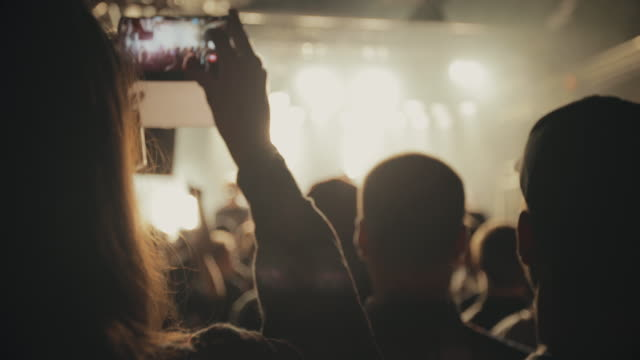 vídeos de stock, filmes e b-roll de rock band live show: audience at the gig in a club - concert
