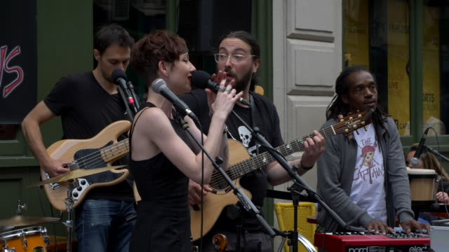 """a rock band performing in the center of paris in occasion of the """"fete de la musique"""" france's biggest street music party taking place every year on... - モダンロック点の映像素材/bロール"""
