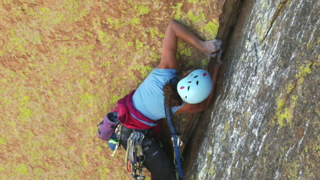 ms zi cu rock climber climbing mountain, uis, damaraland, namibia - sports helmet stock videos and b-roll footage
