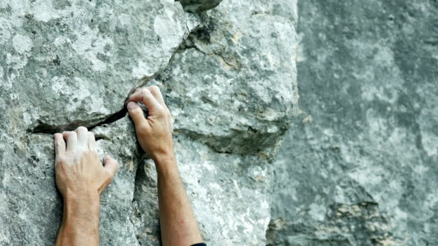 rock climber close-up cinemagraph - terreno accidentato video stock e b–roll