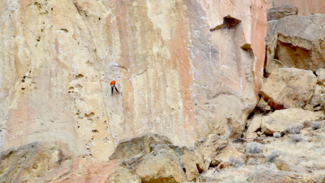 hd rock climber in oregon us - free climbing stock videos & royalty-free footage