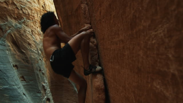 rock climber - free climbing stock-videos und b-roll-filmmaterial