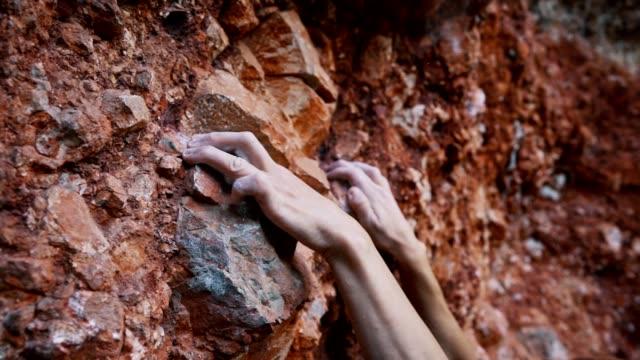 stockvideo's en b-roll-footage met rotsklimmen avontuur - vrij klimmen