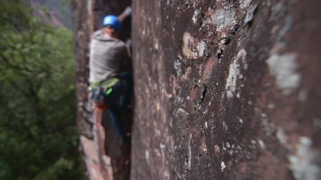 rock climbing - crevice stock videos & royalty-free footage