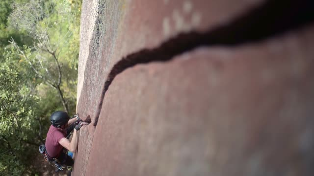 rock climbing - crevice stock videos & royalty-free footage