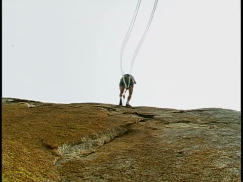 vídeos y material grabado en eventos de stock de rock climbing - escalada libre