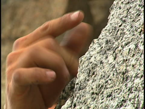 rock climbing - freiklettern stock-videos und b-roll-filmmaterial