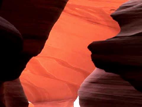 cu, zo, rock formation, antelope canyon navajo tribal park, arizona, usa - スロット渓谷点の映像素材/bロール