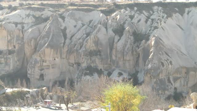 vidéos et rushes de rock formation in cappadocia, turkey - strate géologique