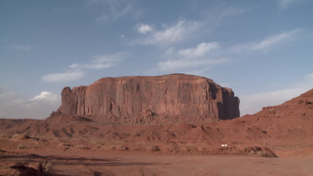 rock formation in monument valley, u.s.a. - ロックストラータ点の映像素材/bロール