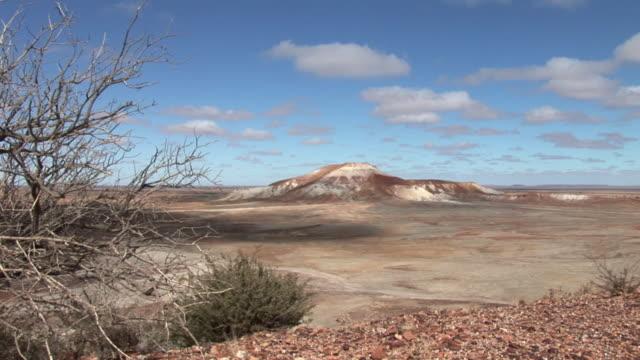 ws rock formation in painted desert in south australia, australia - south australia bildbanksvideor och videomaterial från bakom kulisserna