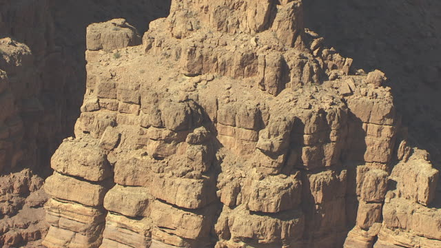 stockvideo's en b-roll-footage met ms aerial rock formation in zuni point corridor in grand canyon / arizona, united states - zuni