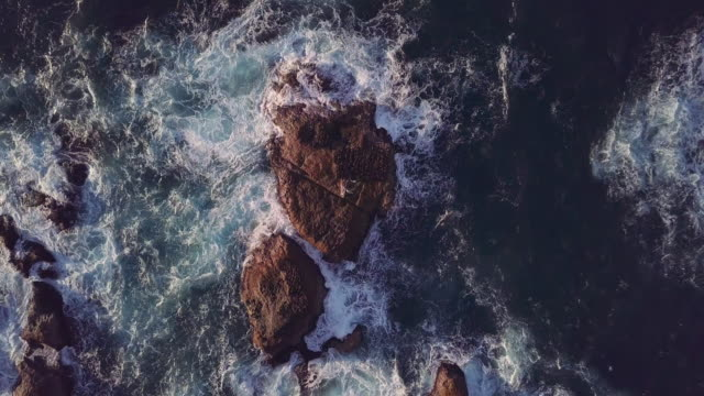 vidéos et rushes de aerial ha ws rock formation near coastline of east china sea, taipei, taiwan - 30 secondes et plus