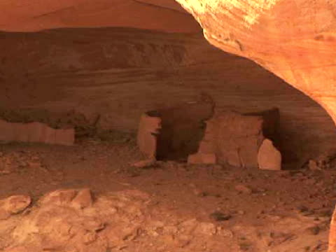 cu, zo, rock formations and pueblo ruins, mummy cave, canyon del muerto, canyon de chelly national monument, arizona, usa - puebloan peoples stock videos & royalty-free footage