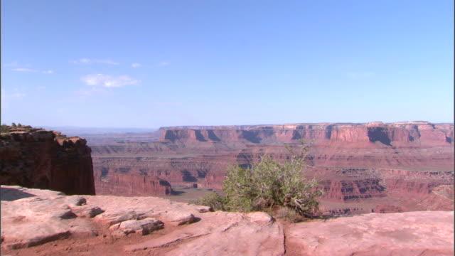 vídeos de stock, filmes e b-roll de ws cs rock formations at dead horse point state park / canyonlands national park, utah, usa - arenito