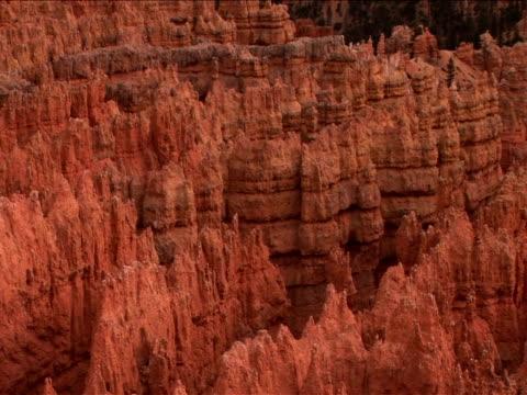 ws, pan, rock formations, bryce canyon national park, utah, usa - ムラがある点の映像素材/bロール
