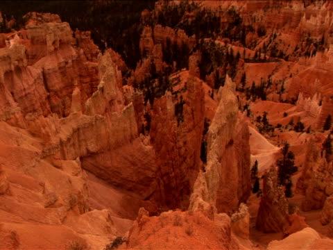 ms, pan, ha, rock formations, bryce canyon national park, utah, usa - 堆積岩点の映像素材/bロール