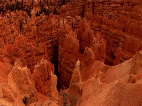 vidéos et rushes de ms, zi, cu, ha, rock formations, bryce canyon national park, utah, usa - grès