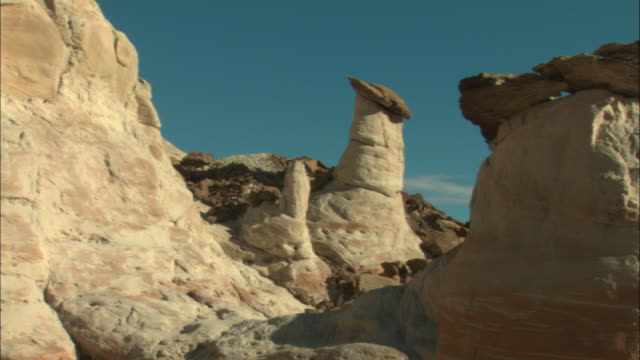 ms, pan, rock formations, grand staircase-escalante national monument, utah, usa - grand staircase escalante national monument stock-videos und b-roll-filmmaterial