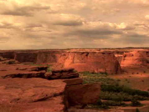 ws, pan, rock formations, tunnel, canyon del muerto, canyon de chelly national monument, arizona, usa - canyon de chelly stock videos & royalty-free footage