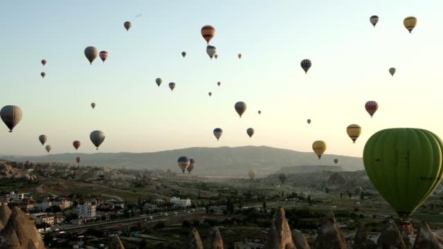 rock hoodoo and flying balloons (wide shot) - rock hoodoo stock videos & royalty-free footage