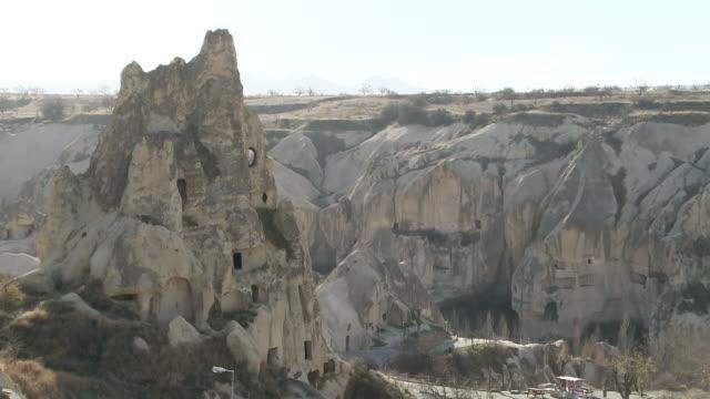 rock house in cappadocia, turkey - ロックストラータ点の映像素材/bロール