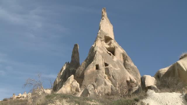 vidéos et rushes de rock house in cappadocia, turkey - strate géologique