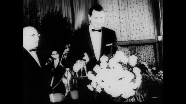 / rock hudson receiving flowers at german film festival rock hudson honored at german film festival on january 01 1962 in germany - anno 1962 video stock e b–roll