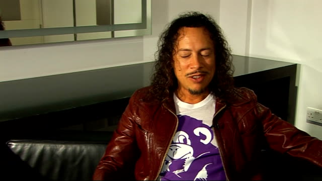 interview with lead guitarist of metallica; hammett interview sot - on how touring and being on the road is different now, 25 years on. they are all... - メタリカ点の映像素材/bロール