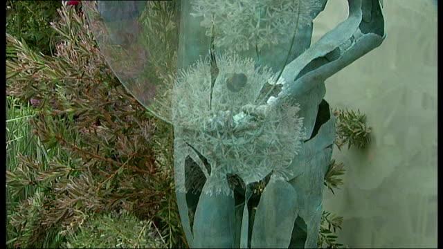 vidéos et rushes de rock 'n' roll influence at 2008 chelsea flower show; ***led zeppelin's 'stairway to heaven' overlaid sot** views of various gardens in chelsea flower... - rock moderne