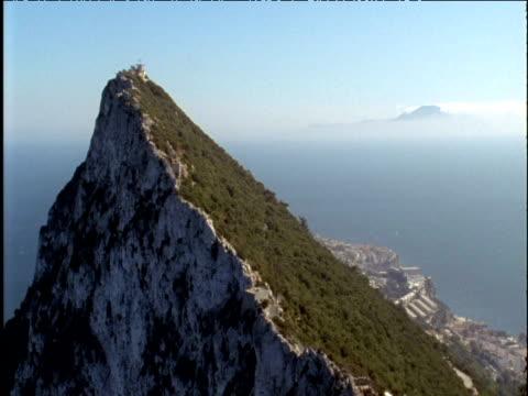 stockvideo's en b-roll-footage met rock of gibraltar with straits of gibraltar behind - gibraltar iberisch schiereiland