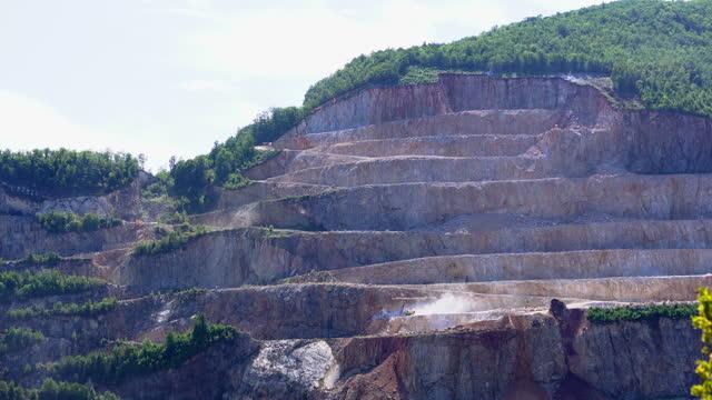 岩石採石場 - 堆積岩点の映像素材/bロール