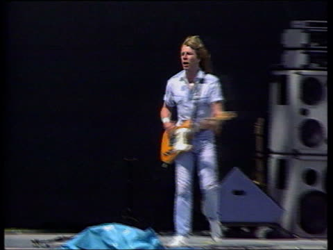 stockvideo's en b-roll-footage met rick parfitt rsi condition halts tour lib rick parfitt playing with status quo at the knebworth music festival pan crowd standing in the rain lms... - popmuziek tournee