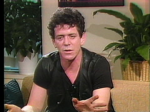 rock singer lou reed says he writes about things around him, and notes that he is around different people and things now. - ルー リード点の映像素材/bロール