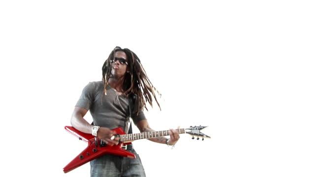 vídeos de stock, filmes e b-roll de solo de rocha - guitarist