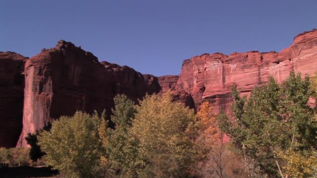 la ws pan rock wall/ canyon de chelly national monument, arizona - canyon de chelly stock videos & royalty-free footage
