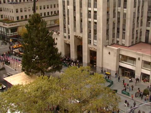 of rockefeller center christmas - rockefeller center christmas tree stock videos & royalty-free footage