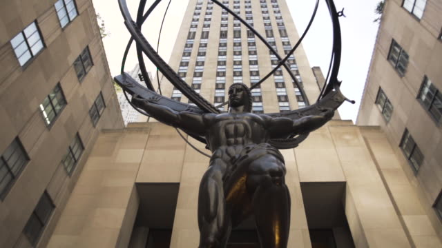 rockefeller establishing shot - new york city - summer 2016 - entrance - ロックフェラーセンター点の映像素材/bロール