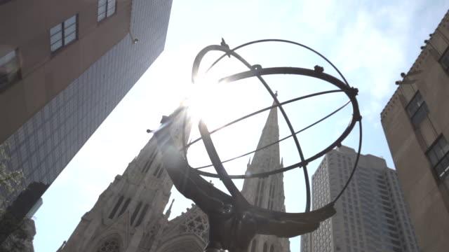 30 rockefeller plaza summer establishing shot - new york city - courtyard stock videos & royalty-free footage