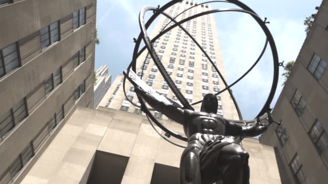vídeos de stock, filmes e b-roll de 30 rockefeller plaza summer establishing shot - new york city - praça