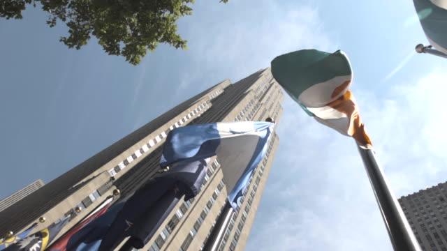 vídeos de stock, filmes e b-roll de 30 rockefeller plaza summer establishing shot - new york city - centro rockefeller