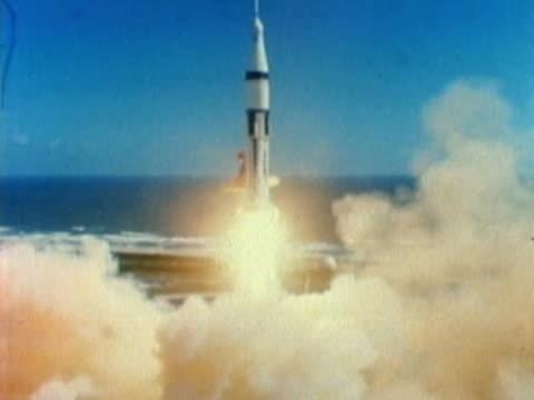 vídeos y material grabado en eventos de stock de rocket lifting off - lanzacohetes